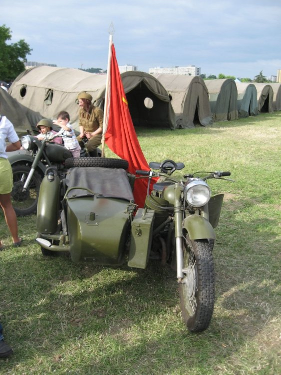 Soviet_military_motorcycle_during_the_VII_Aircraft_Picnic_in_Kraków.jpg